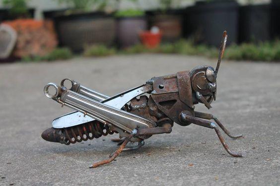 Esculturas de animales con chatarra