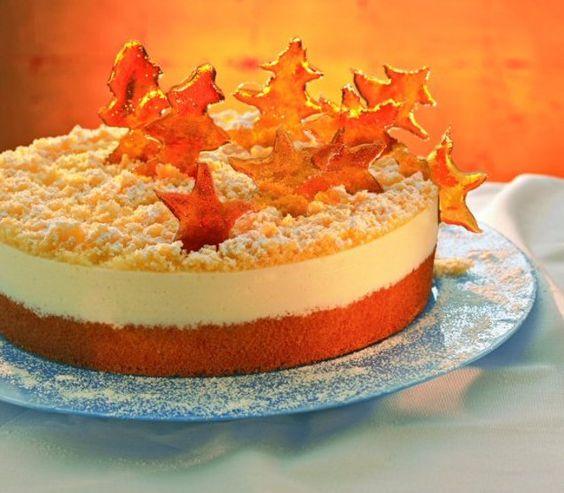 Weiße Glühweintorte mit Karamell-Dekor                              -                                  Eine festliche Torte mit Pflaumenmus und Weißwein für Weihnachten
