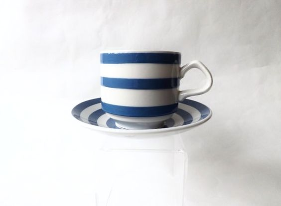Fresh & clean looking blue and white pottery!