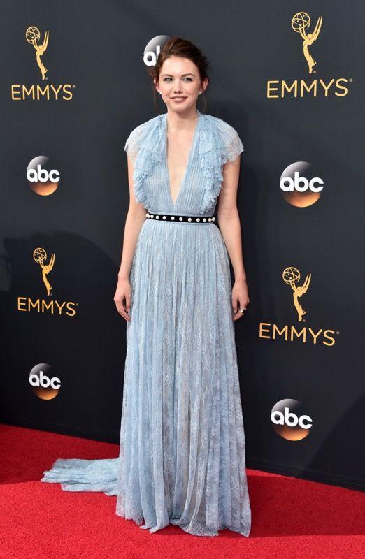 Hannah Murray no tapete vermelho do Emmy 2016: