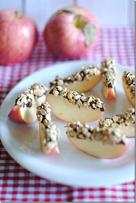 Snack time: Apples, nutella, granola.