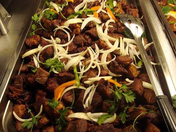 Le griot (ou grillot) de porc est composé de morceaux de viande de porc coupés en morceaux qui sont d'abord marinée dans un mélange d'épices et d'agrumes puis frits. Ingrédients 1,5 de porc (épaule...