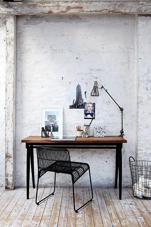Sehr rustikaler Arbeitsplatz, aber schon cool. Vielleicht was für euer Home Office, wenn ihr in einem Loft wohnt.