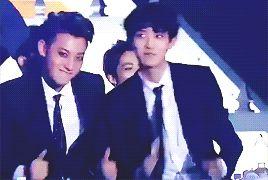 141221 SBS Gayo Daejun - EXO jamming to other groups :3