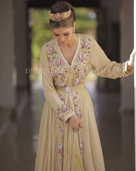 اللباس من تصميم عائشة معتصم @mautassin #caftan #maroc #moroccandesign
