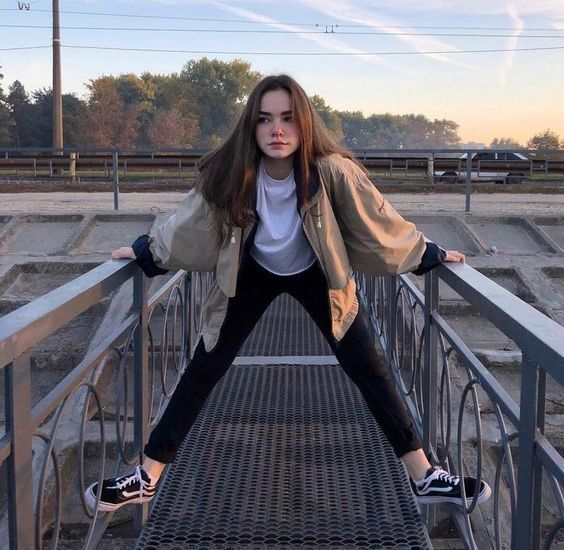 Trendblog Competition Win A Pair Of Fresh Sneakers Of Your Choice Here Is How It Works In 2020 Skater Girl Outfits Girl Photography Poses Girl Photography