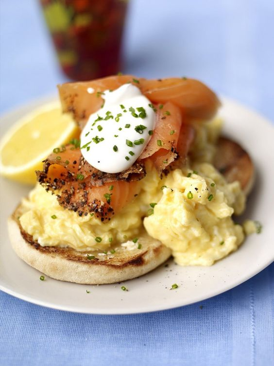 Scrambled egg muffins with smoked salmon and soured cream
