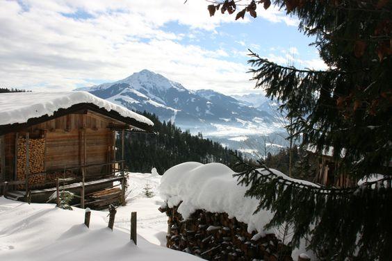 #Royalticket möchte ab sofort das Angebot auch über Deutschlands Grenzen hinaus anbieten. Deshalb haben wir Caro und Max nach Österreich geschickt. Gestern erkundeten sie die Region rund um #Kitzbühel. Das Angebot für #Langläufer, #Schneeschuhwanderer und Genießer ist grenzenlos. #Eisstockschießen, Bogenschießen, #Rodeln, unendliche #Winterwanderwege oder #Pferdeschlittenfahrten lassen das Herz der Ausflügler höher schlagen. Wir tun unser Bestes um unsere Angebote zu erweitern.