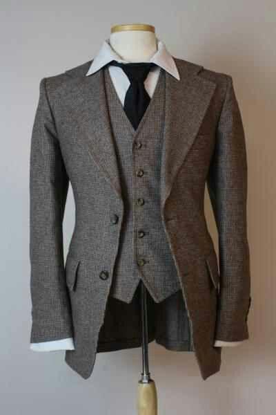 Groom? Thin tie