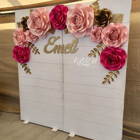 Giant paper flowers  Paper flower backdrop, Paper flower decor