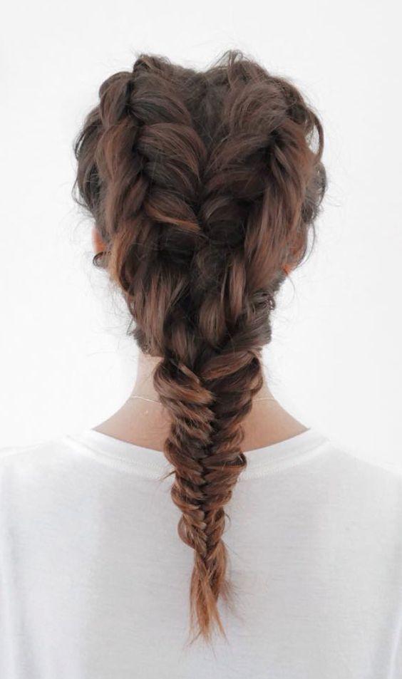 Hermosa trenza de inspiración para domar el cabello rebelde.  #Hair #Trenza #Hairstyle