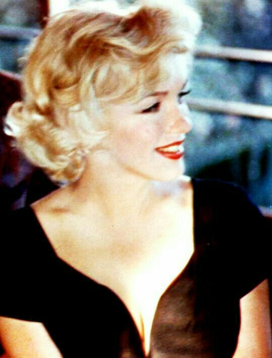Marilyn at a press conference for Some Like It Hot at the Beverly Hills Hotel, July 8, 1958.
