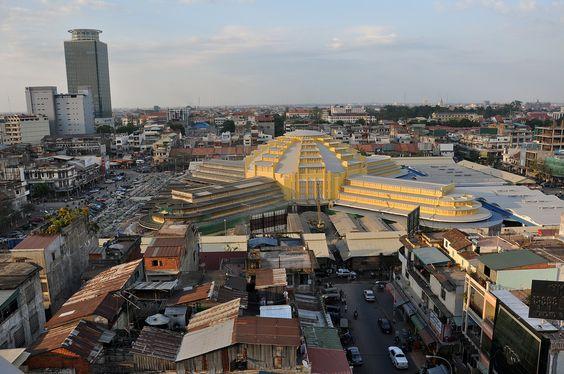 Chợ Lớn Mới nằm ở khu dân cư khá đông đúc tại Phnom Penh