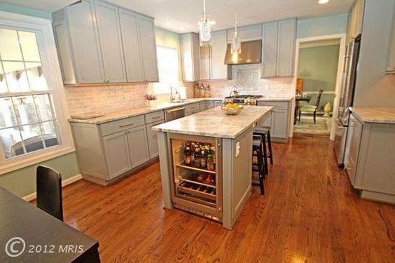 gorgeous Alexandria, VA kitchen #kitchen #kitchendesign #kitchenremodel #virginiakitchen