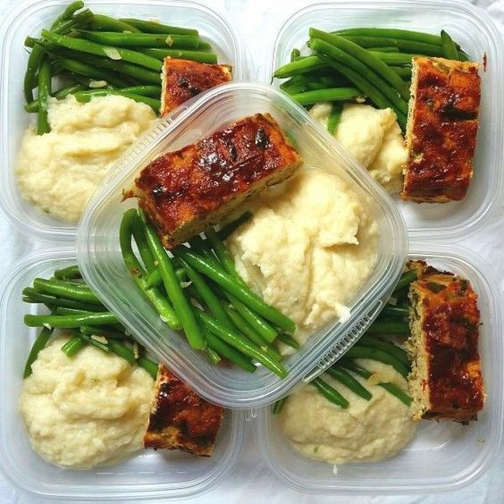 Meal Prep: Turkey Meatloaf, Creamed Cauliflower, & Garlic String Beans