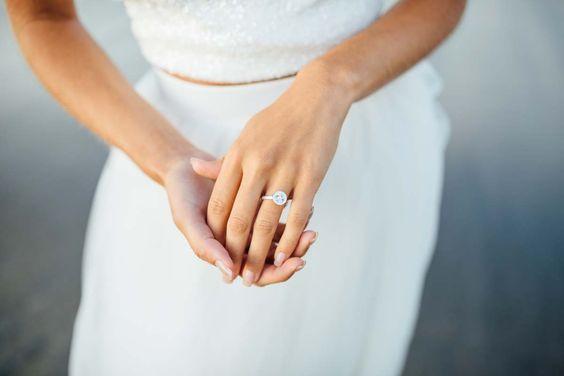 Dreamy Seaside Bridal Session Inspiration | Jamie Mercurio Photography | A Styled Affair |  Reverie Gallery Wedding Blog