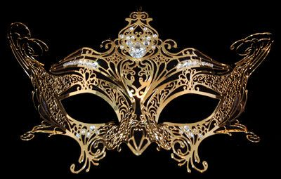 mmm... Jessamine Lovelace's gold mask. which was worn by Tessa Gray at the Pandemonium masquerade ball. Infernal Devices Book2: Clockwork Prince. Cassandra Clare.