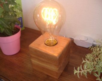 Lampe de table superposés pin noueux. par WoodcraftbyKenRead