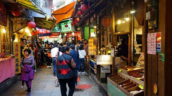 Ngôi làng thu hút rất đông du khách
