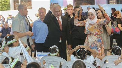 Tot genoegen van de ouders is vandaag in Israël het nieuwe schooljaar begonnen. Premier Benjamin Netanyahu had twee leerdoelen voor het nieuwe jaar. De kinderen moeten de Bijbel bestuderen en in vrede met anderen leven.