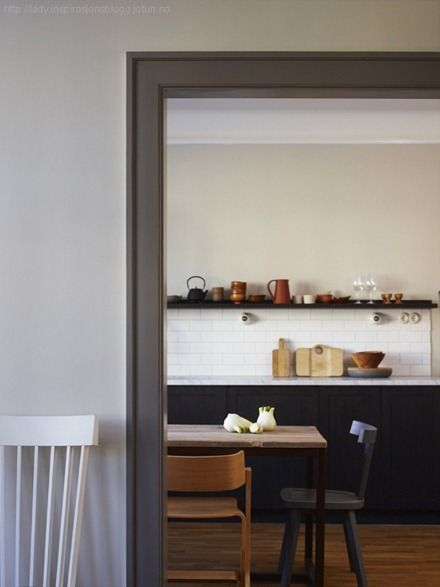 Light Wall Paint With Dark Trim : Reverse Trim? Light walls, paint the trim a dark contrasting color... The idea is now in my head ...