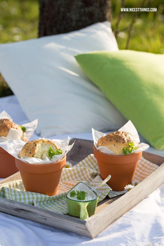 Brot im Tontopf / Blumentopf backen // bread in a flower pot