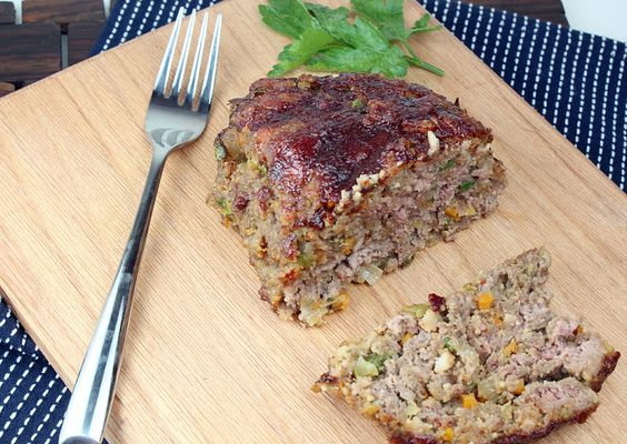 Meatloaf full of yummy ingredients, including BACON!!! Yes please!