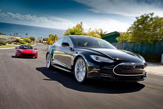 Tesla Model S Alpha & Roadster on the Road Together