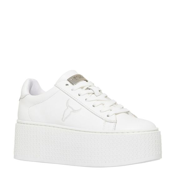 white sneakers 90s fashion trends