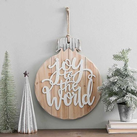 30 Christmas Wall Decoration Ideas That Are Refined And Modern Christmas Decors Hike N Dip Christmas Wall Decor Winter Wall Decor Farmhouse Christmas