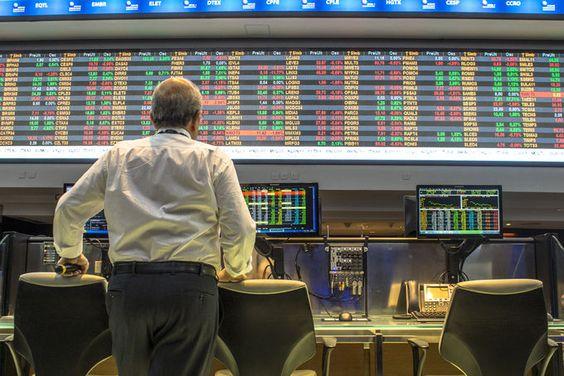 Top Five Smart Beta ETFs with the Lowest Fees (ISUG, IUSV) | Investopedia