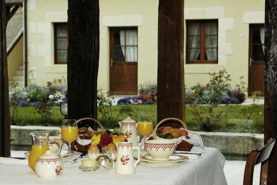 Das Hotel La Chaumière befindet sich in Aubiny-sur-Nère in der Region Centre-Val de Loire. Geniessen Sie eine Übernachtung in diesem Charme-Etablissement zusammen mit Bontourism®!