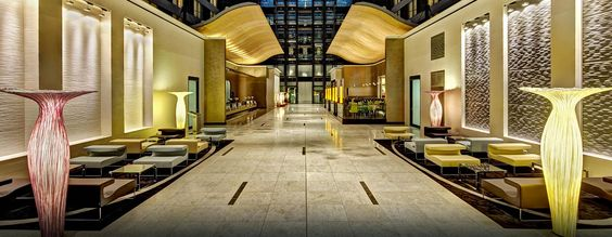 Im Hilton Frankfurt Airport trifft beeindruckendes Design auf die für Hilton typische Gastfreundschaft!