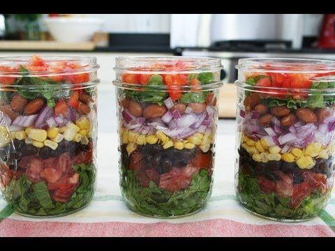 Saladas portáteis e em camadas... boa ideia para kem n gosta de grandes misturadas!