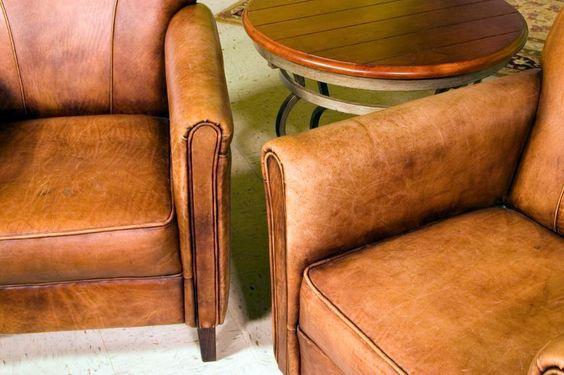 Cómo limpiar un sofá de piel. Un sofá de piel es un mueble realmente elegante y bonito pero hay que reconocer que requiere de ciertos cuidados especiales para que se mantenga en perfecto estado. A parte del paso del tiempo, un sof...