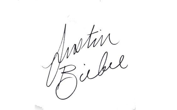 """O autógrafo do Justin Bieber é assim: simples e estiloso! O cantor assina o nome todo, com as letras """"J"""" e """"B"""" maiores."""
