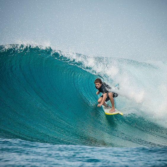 Beau finding an inside bazza at Sultans this morning. @beau_nixon #sultans #surf #surfing #barrel #maldives #mynikonlife #memorymillionaire #fourseasonsmaldives #tropicsurf #joliphotos