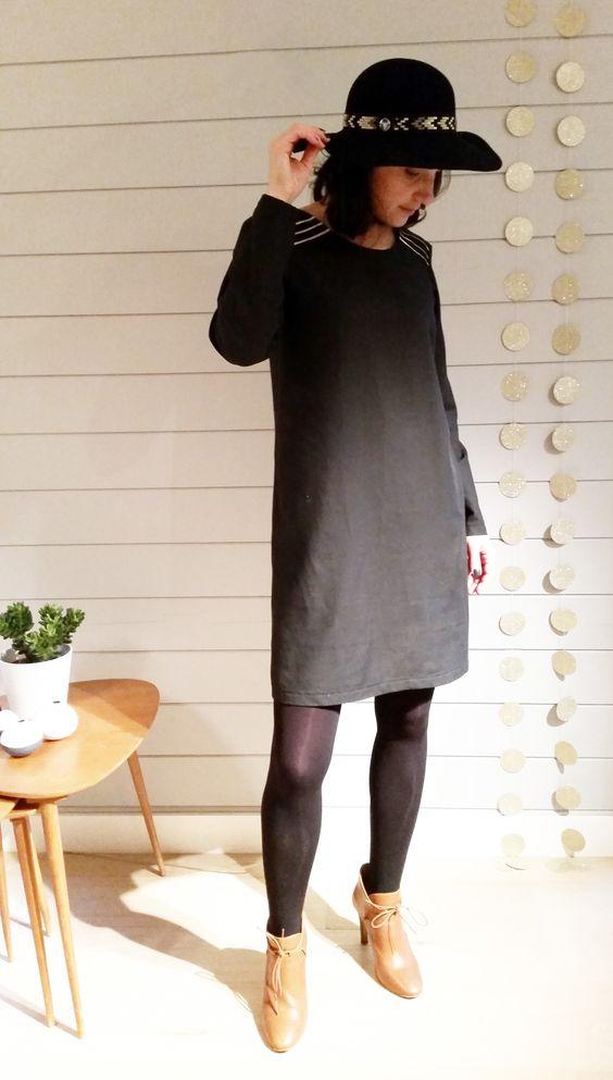 mod le femme une jolie robe chic et f minine nour est un. Black Bedroom Furniture Sets. Home Design Ideas