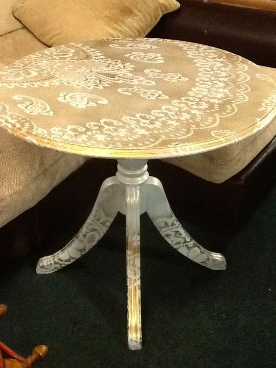 recycled furniture - lace as a stencil for spray painting: