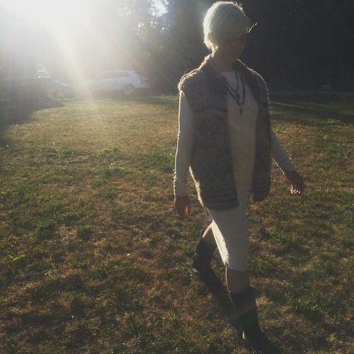 Sun is setting a little earlier & crisp air is sneaking in. Fall is Coming.   #bicyclebybydowntownbetty #longsleevestable #stabledress #quinoa #sweaterseason #cowichansweater #falltransition #casualglamour #downtownbetty #lovelife www.downtownbetty.com  (at Cowichan Valley)