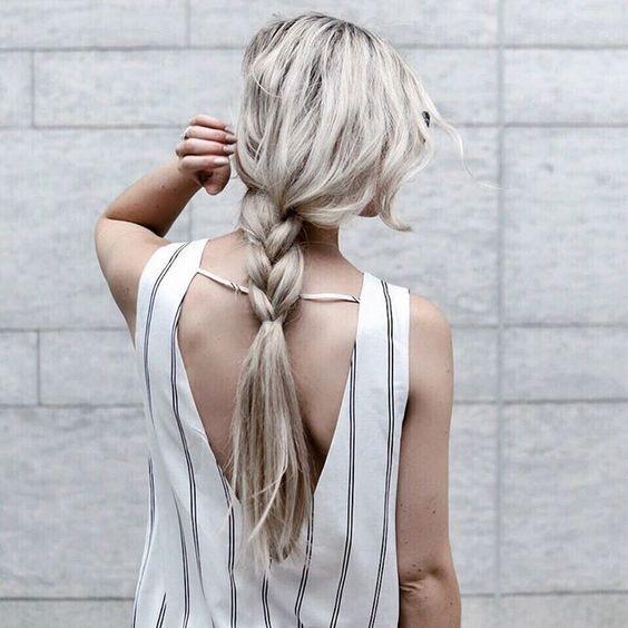 La coiffure inspirante du jour : la tresse relâchée  #lookdujour #ldj #braid #hairdo #hairstyle #hair #blonde #braidideas #relax #lazybraid #hairinspo #inspiraiton #regram  @erinelizabethh