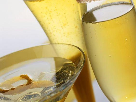 Sekt-Cocktailvariationen ist ein Rezept mit frischen Zutaten aus der Kategorie None. Probieren Sie dieses und weitere Rezepte von EAT SMARTER!