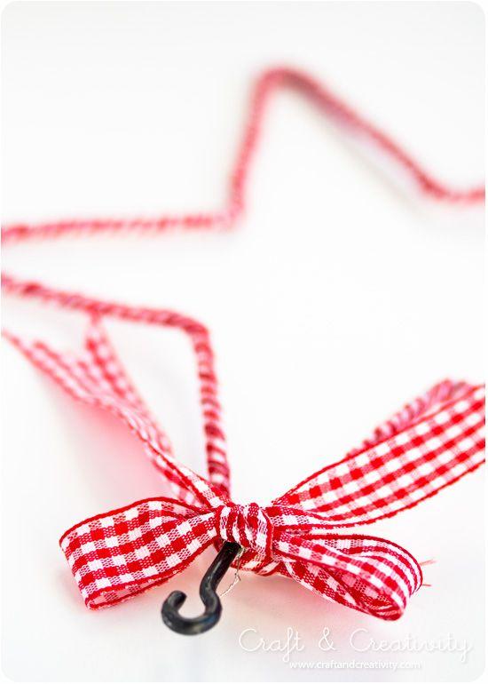 Estrela de Natal feita com arame e tecido