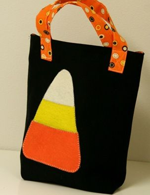 Easy to sew Halloween trick or treat bag to hold all that candy!