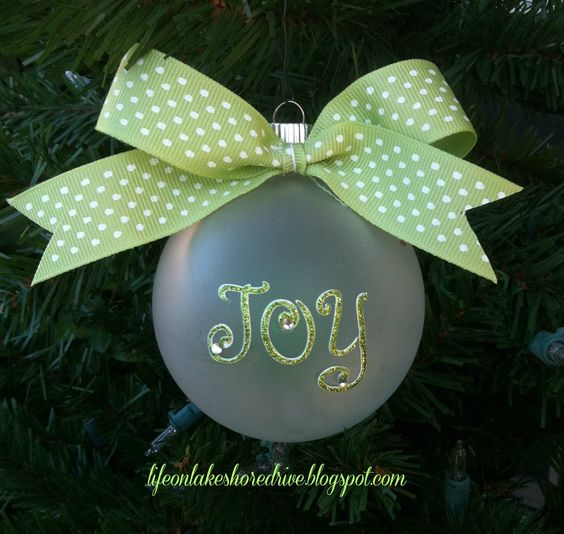 Life on Lakeshore Drive: DIY Christmas Ornaments