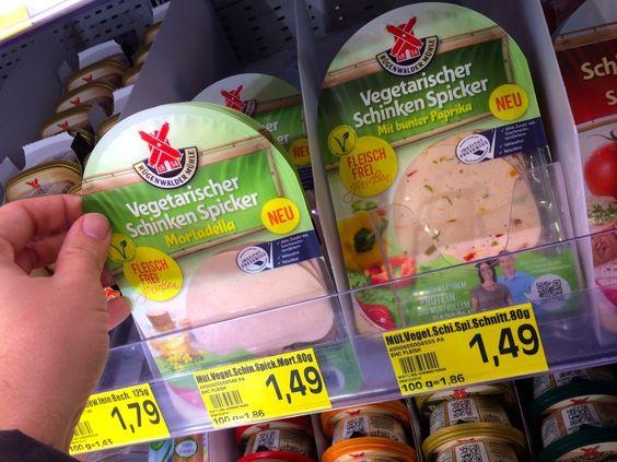 Kurz vor Weihnachten wurde ich angesprochen, ob ich nicht Lust hätte für Testspiel ein paar neue vegetarische Produkte von Rügenwalder ...