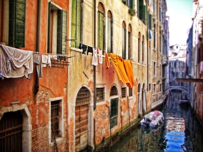 """wash day in Venice"""