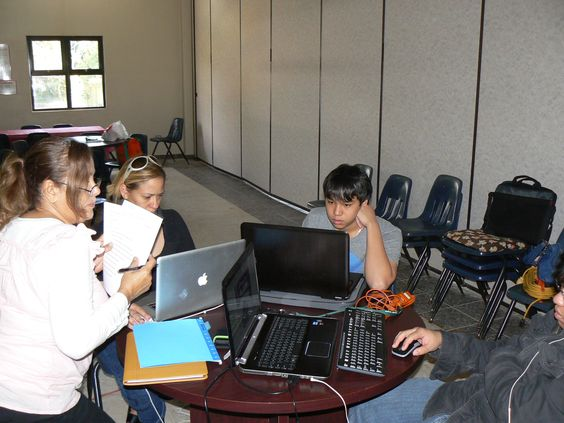Participantes en el primer dia de Techno Inventors