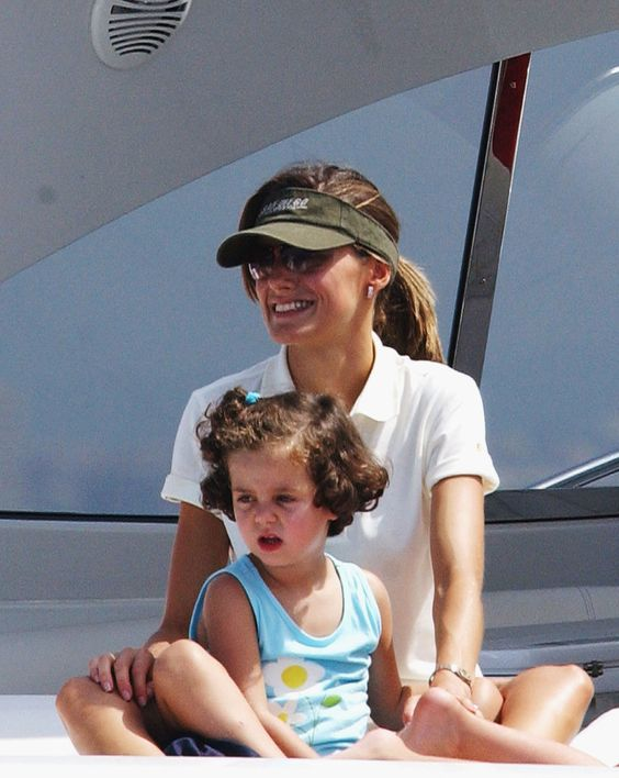 In July 2004, Princess Letizia of Spain spent time with her niece during the Breitling Sailing Cup in Mallorca.
