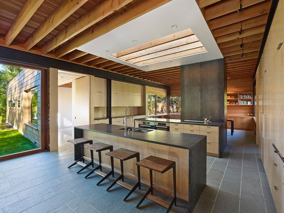 moderne küche mit beton-arbeitsplatte und holz-fronten | küche, Innenarchitektur ideen